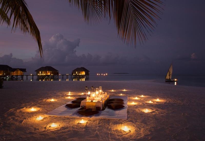 Akşam, Conrad Maldives Rangali Island